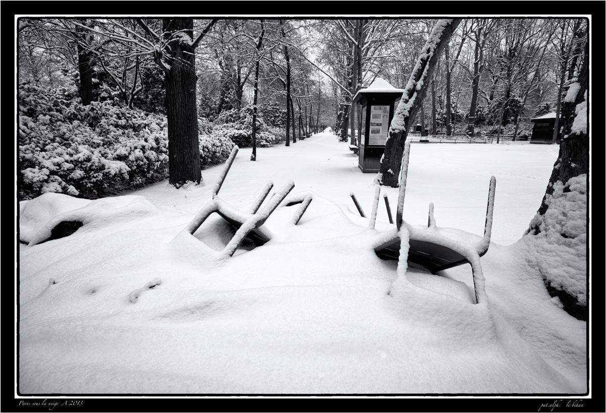 Paris-sous-la-neige-A-2013